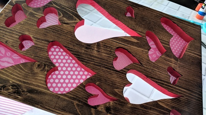 Make this plaque with heart-shaped cutouts for Valentine's Day using your scroll saw! {Reality Daydream}