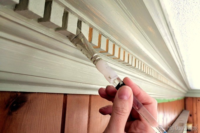 Painting super detailed and ornate trim and crown molding {Reality Daydream}
