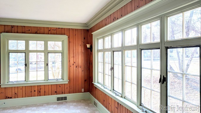 Tips for painting detailed trim and crown molding with Frog Tape {Reality Daydream}