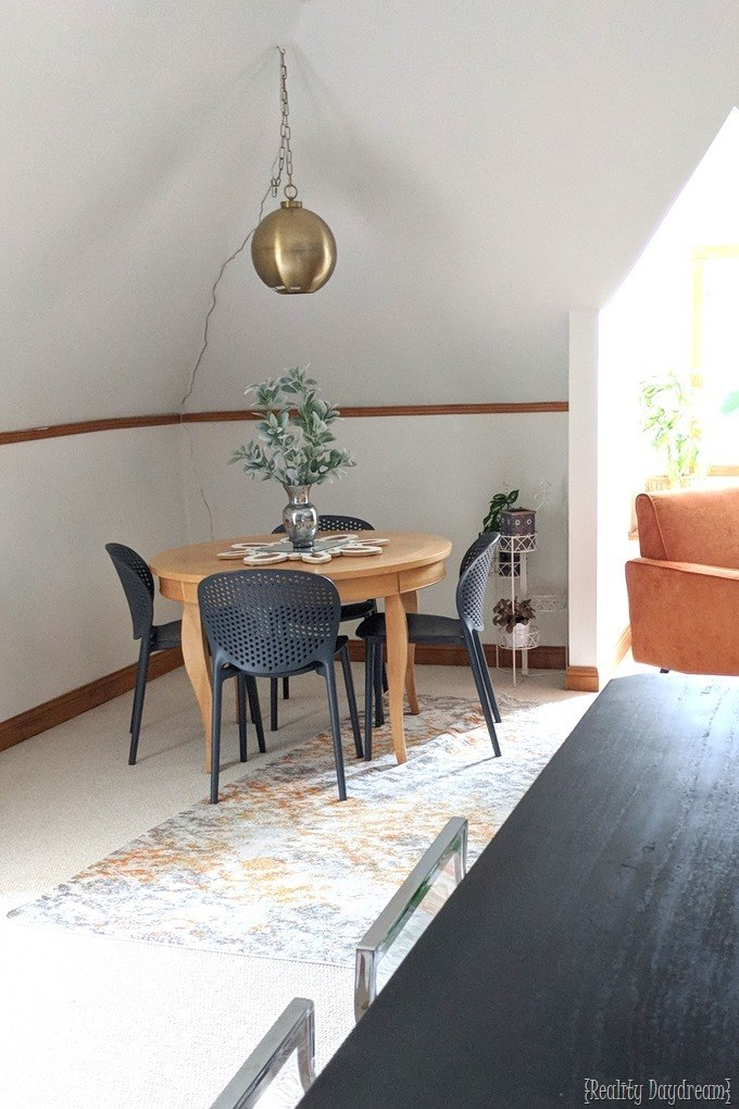 dining area in family room with reality daydream and modsy