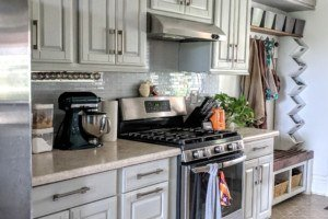 Painting your kitchen cabinets IN A WEEKEND