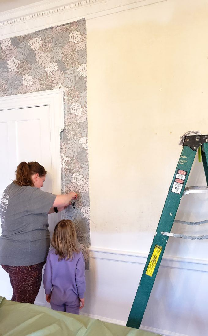 SO many good tips and tricks for putting up wallpaper with wallpaper paste! {Reality Daydream}